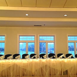 Winter wedding with head table set